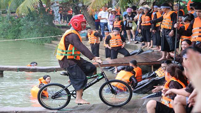 """Nhân viên HVNet vui chơi """"tẹt ga"""" tại khu du lịch Lan Vương, Bến Tre"""