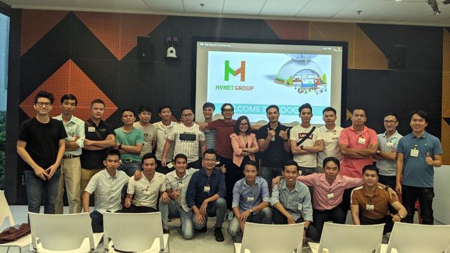 Các Leader marketing HVNet được Google tổ chức buổi training tại văn phòng Google Singapore